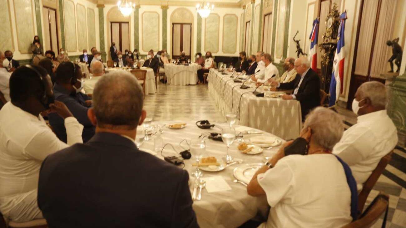 Luis Abinader y periodistas haitianos